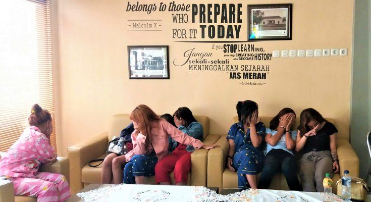 Belasan gadis asal Kabupaten Bandung, saat diamankan di Mapolres Situbondo beberapa waktu lalu. (foto:fat)