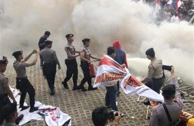 Aksi demo di depan gedung KPK diwarna aksi ricuh. (foto:ist)
