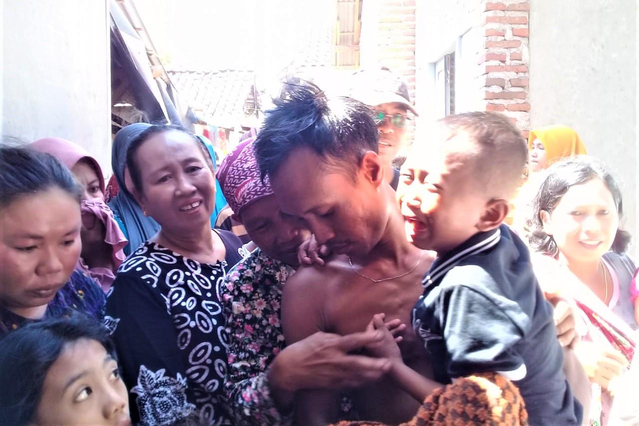 Korban Agus Suparman,  saat pulang ke rumahnya. (foto:fat)