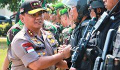Kapolda Kepri Irjen Pol Andap Budhi Revianto saat melakukan isnpseksi pasukan saat gelar apel kesiapan pengamana presiden di Mapolda Kepri. (foto:ist)