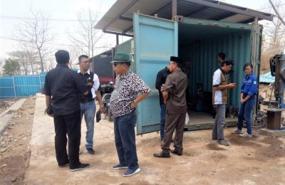 Komisi III dan petugas DLH, saat Sidak PT Aspal Mixing Plant. (foto:fat)