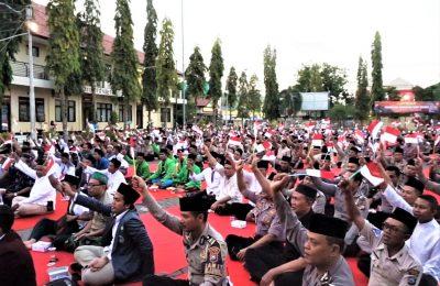 """Polres Situbondo menggelar doa bersama dan Istighosa Kebangsaan Tahun 2019, dengan tema """"Jogo Jawa Timur, Indonesia Damai"""", Jumat (18/10/2019). (foto:fat)"""