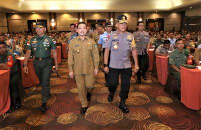 Pemerintah Provinsi, Polda Kalbar dan Kodam XII/Tanjungpura menggelar apel 3 pilar yang melibatkan Bhabinkamtibmas, Babinsa serta Kepala Desa / Lurah se- Kalimantan Barat. (foto:das)