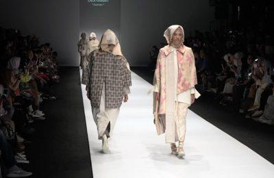 Koleksi busana karya Lala Hanafi yang ditampilkan di acara Jakarta Fashion Week 2019. (Ist)