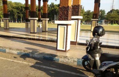 ALun alun kota Situbondo tempat sepeda onthel milik wartwan radio yang hilang dicuri maling. (foto:fat)
