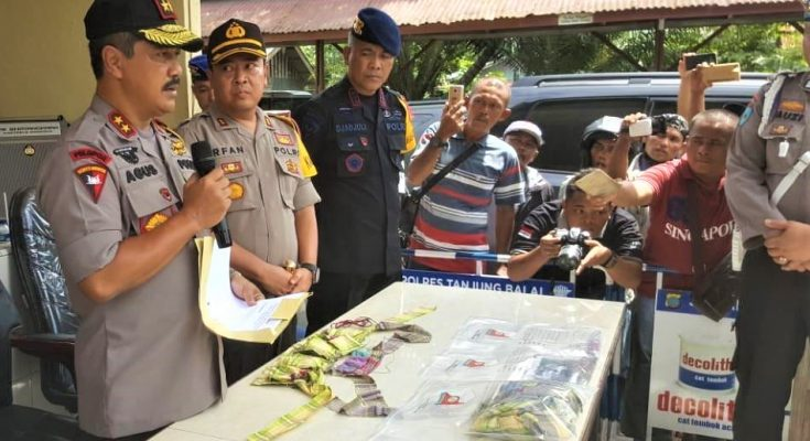 Kapolda Sumatera Utara Irjen Agus Andrianto, saat rilis penagkapan terduga teroris di medan. (foto:ist)