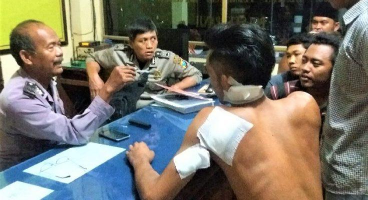 Korban saat melaporkan kasus yang dialaminya ke Mapolsek Panji. (foto:fat)