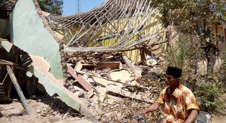 SD Negeri 1 Curahtatal, Kecamatan Arjasa, Kabupaten Situbondo yang ambruk. (foto:fat)
