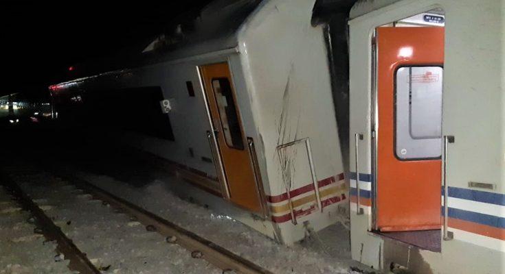 Kereta Api Wijaya Kusuma Jurusan Surabaya-Gubeng-Cilacap mengalami anjlok. (foto:hap)