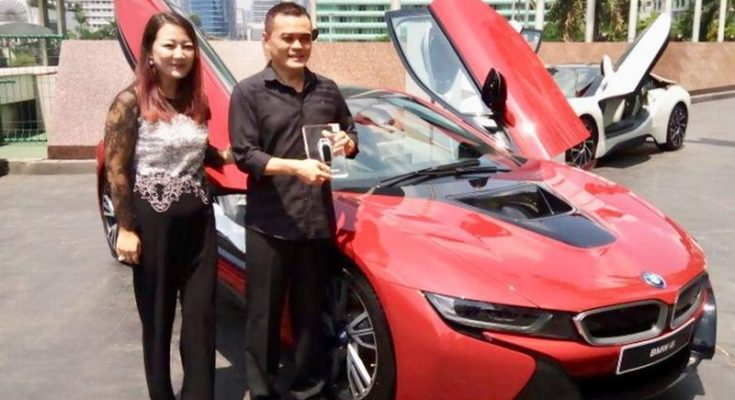 Sonny Kastara Daniswara, pemilik mobil BMW i8 Protonic Red Edition satu-satunya di Indonesia. (Ist)