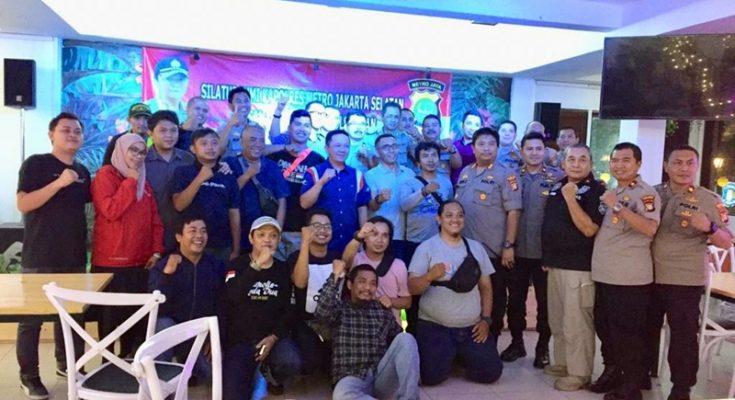 Foto bersama saat acara ramah-tamah Kapolres Jaksel Kombes Bastoni Purnama dengan para wartawan dan Kapolsek jajaran di salah satu restoran di bilangan Cipete, Cilandak, Jakarta Selatan, Senin (25/11/2019) malam. (Ist)