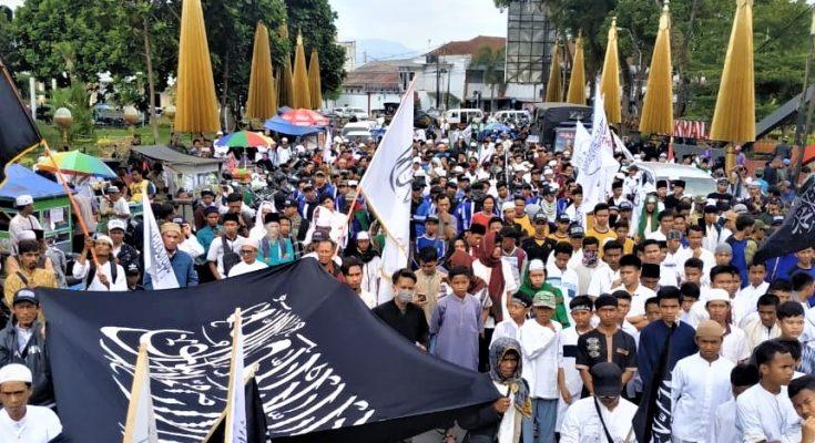 Ribuan Umat Muslim di Tasik Malaya turun ke jalan menuntut Sukmawati segera ditangkap dan diadili karena telah menghina umat Islam. (foto:ist)
