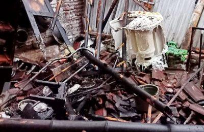 Kondisi rumah warga yang terbakar. (foto:fat)