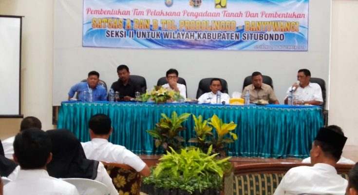 Wabup Situbondo, saat memberikan sambutan dalam pembentukan tim pelaksana pengadaan tanah dan pembentukan Satgas A dan B Tol Probowangi. (foto:fat)