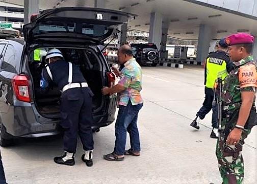 Pasca akso bom bom bunuh diri di Mapolrestabes sejumlah bandara memperketat keamanan. (foto:ist)