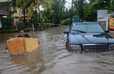 Salah satu pemukiman penduduk yang dilanda banjir, Rabu (01/01). (foto:ant)