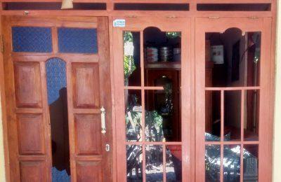 Kondisi rumah Supandi yang dirusak puluhan warga Desa Bugeman. (foto:fat)