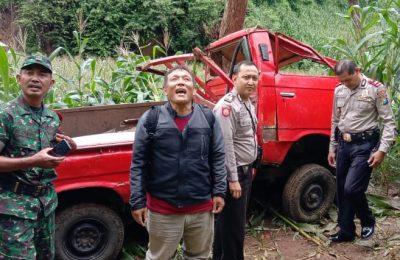 Petugas gabungan yang dipimpin Iptu Suratman di lokasi kejadian. (foto:fat)