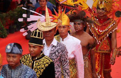 Parade budaya nusantara. (foto:fat)