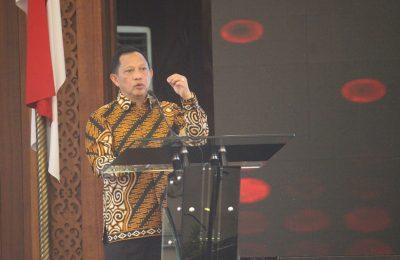Mendagri Tito Karnavian  saat  menyampaikan sambutan saat musrenbang regional Kalimantan di Pendopo Kalimantan Barat. (foto:das)