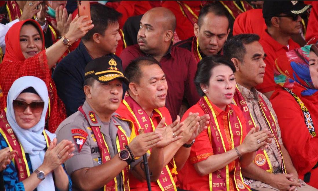 Jajaran Forkompinda Kalimantan Barat menyaksikan festival Cap Go Meh 2020 di kota Singkawang. (foto. Das)