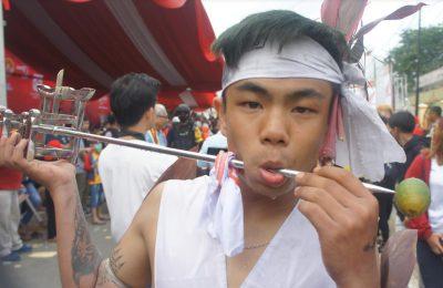 Atraksi Tatung menjadi ikon perayaan Cap Go Meh di Kota Singkawang.  (foto.Das)