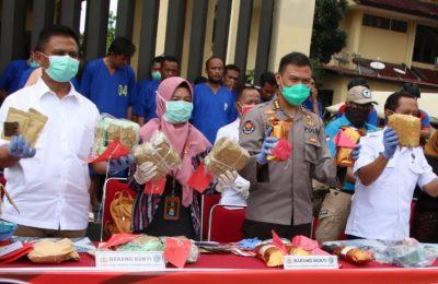 Kepolisian Daerah Kalimantan Barat bersama Badan Narkotika Provinsi Kalimantan Barat melakukan pemusnahan barang bukti pengungkapan kasus narkotika. Sebanyak 12 Kilogram narkoba. (foto:das)
