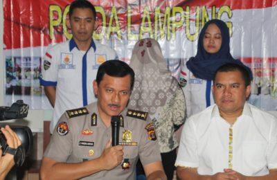 Kabidhumas Polda Lampung Kombes Pol Zahwani Pandra Arsyad, S.H., M.Si. saat menggelar konferensi pers dengan wartawan, Rabu (11/3/20).