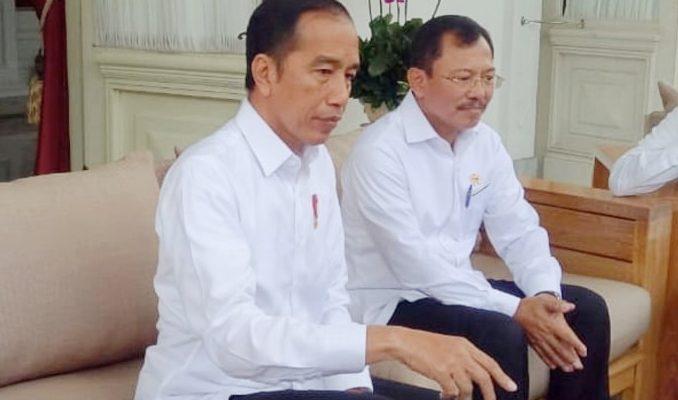 Presiden Jokowi di Dampingi Menteri Kesehatan Terawan Agus Putranto saat gelar konerensi pers teriat dua WNi yang positif terinveksi virus corona. (foto:istimewa)