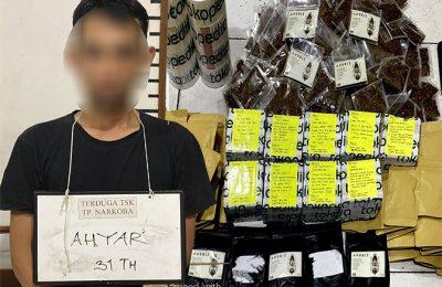 Terangka dan barang bukti yang diamankan polisi. (foto:das)
