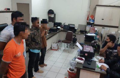 Para tersangka saat diamankan Direktorat Reskrimum Polda Kalbar. (foto:das)