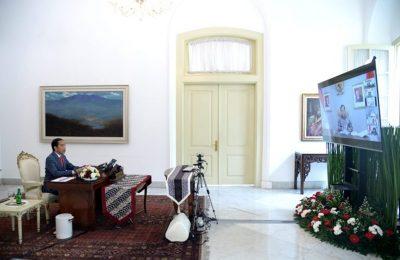 Presiden Jokowi saat memimpin sidang kabinet paripurna yang digelar melalui telekonferensi dari Istana Kepresidenan Bogor, Jawa Barat, Selasa (14/4/2020). (Foto: Lukas – Biro Pers Sekretariat Presiden)