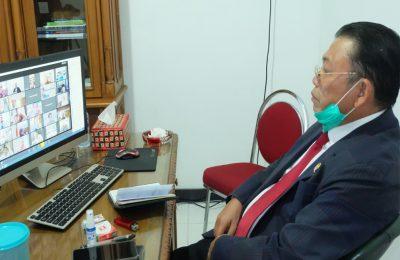 Cornelis, MH saat mengikuti  rapat kerja secara  secara virtual. (foto:das)