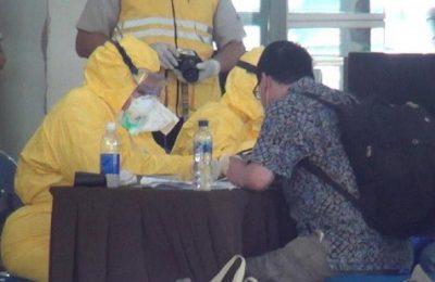 Para pekerja migran Indonesia yang baru tiba dari Malaysia saat menjalani Rappid test. (foto:ist)