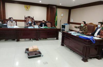 Bukti uang tunai dihadirkan pihak PT KCN dihadapan Hakim Pengawas