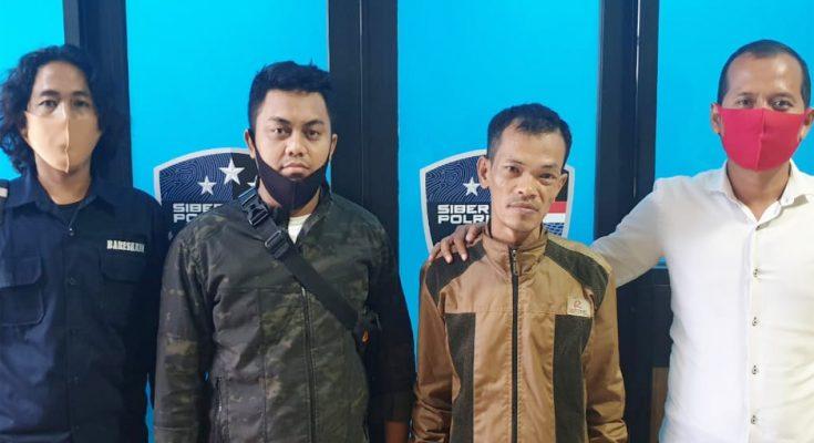 Tim Siber Crime Polda Kalimantan Barat, mengamankan seorang pemuda warga Kota Singkawang berinsial R (35), lantaran memposting ujaran kebencian di media sosial Facebook. (foto:das)
