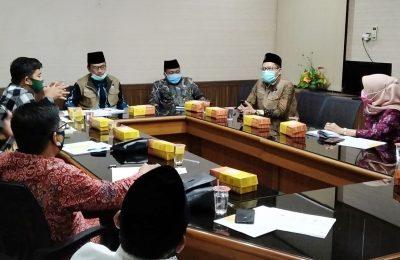 Wabup Qosim saat memimpin rapat terbatas menuju New Normal Di lingkungan pesantren. (foto:dik)