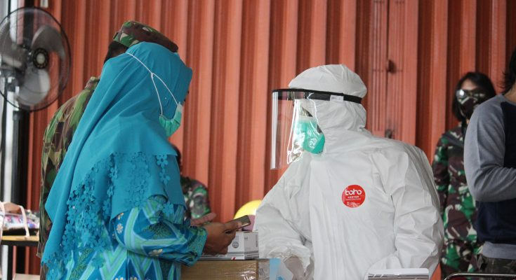 Dinas Kesehatan Provinsi Kalimantan Barat mengelar rapid test di perbatasan Kubu Raya dan Kota Pontianak di Sungai Raya Dalam. (foto:das)