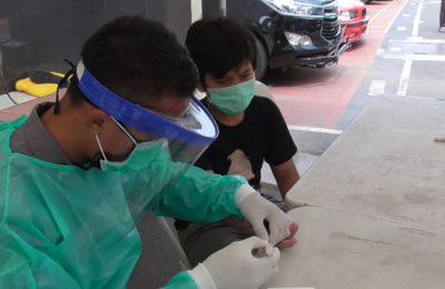 Hasil rapid tes anak korban terindikasi covid 19 di posko kesehatan Polda Metro Jaya negatif. (foto.dik)