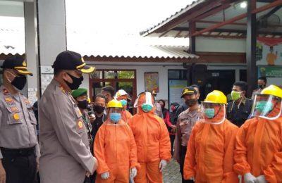 Kapolres Gresik yang baru AKBP Arief Fitriyanto saat meninjau langsung desa tangguh Sukorejo Kebomas. (foto:dik)