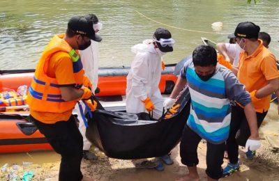 Korban saat dievakuasi  tim SAR gabungan dan diserahkan kepada pihak keluarga. (foto:das)