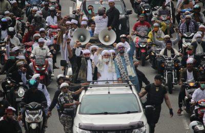 Ribuan massa dari berbagai elemen organisasi kemasyarakatan di Pontianak mengelar aksi unjuk rasa menolak pembahasan Rancangan Undang-undang Haluan Ideologi Pancasila (RUU HIP). (foto:das)