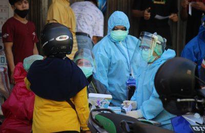 Pemerintah kota Pontianak gelar rapid test terhadap pengunjung dan pedagang di Pasar Mawar beberapa waktu lalu, Pemerintah Kota Pontianak menargetkan 11.000 orang ikuti rapid test. (foto:das)