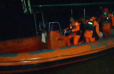 Tim SAR gabungan melakukan  pencarian Nelayan yang tenggelam di Sungai Kapuas. (foto:das)