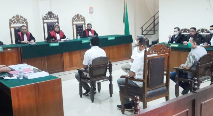 Jaksa penuntut umum (JPU)  Kejaksaan Negeri (Kejari) Pontianak menuntut  Empat terdakwa korupsi PT. Jasindo sebesar Rp 4,7 miliar,  satu tahun 7 bulan. (foto:ist)