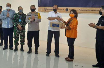 Penyerahan paket Balasa secara simbolis dari Kemenparekraf kepada Dinas pariwisata Pemprof Sumut di Gedung Serba Guna Poltekpar Medan Kamis (2/07/2020).