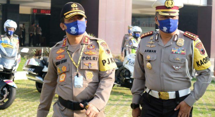 Kapolda Jateng Irjen Pol Achmad Luthfie bersama Dirlantas Polda Jateng Kombes Pol  Arman Achdiat.