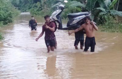 Banjir dan longsor melanda Kabupaten Melawi, Kalimantan Barat, Sabtu (11/7) dini hari.(foto:das)