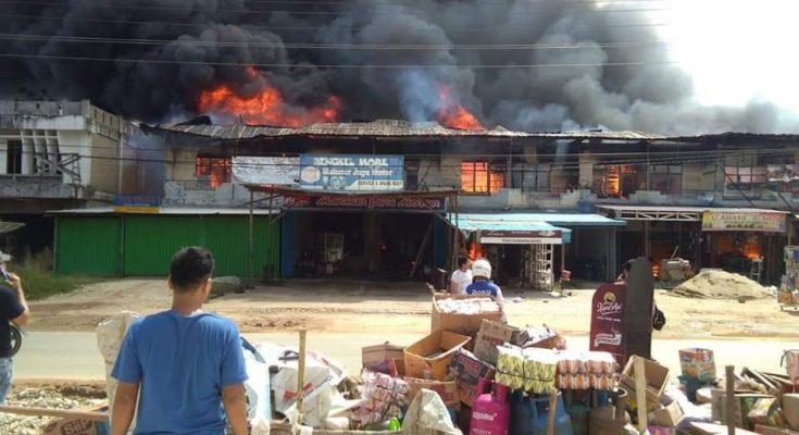 ruko di jalan simpang Pinoh - Sintang, Desa Sungai Ukoi, kecamatan Tebelian, Kabupaten Sintang,  Sabtu (1/8/2020)  pukul 09.45 WIB hangus terbakar, (foto:ist)