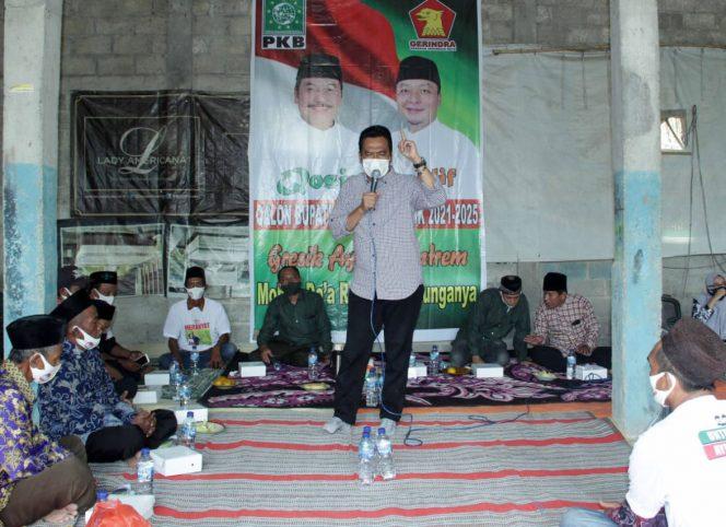 Cabup Qosim saat sambung rasa bersama warga Benjeng. (foto:dik)